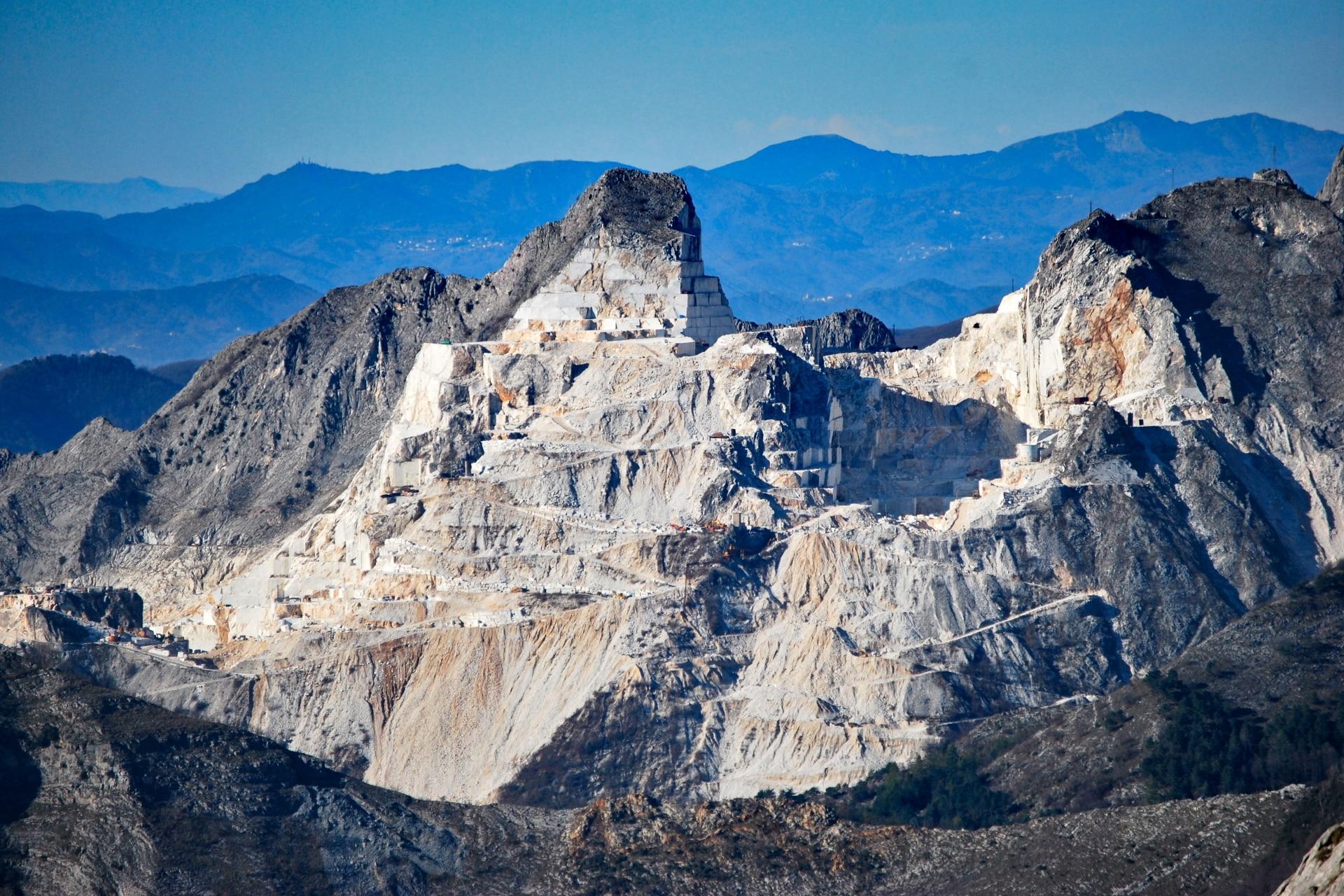 Cava di marmo sulle Apuane