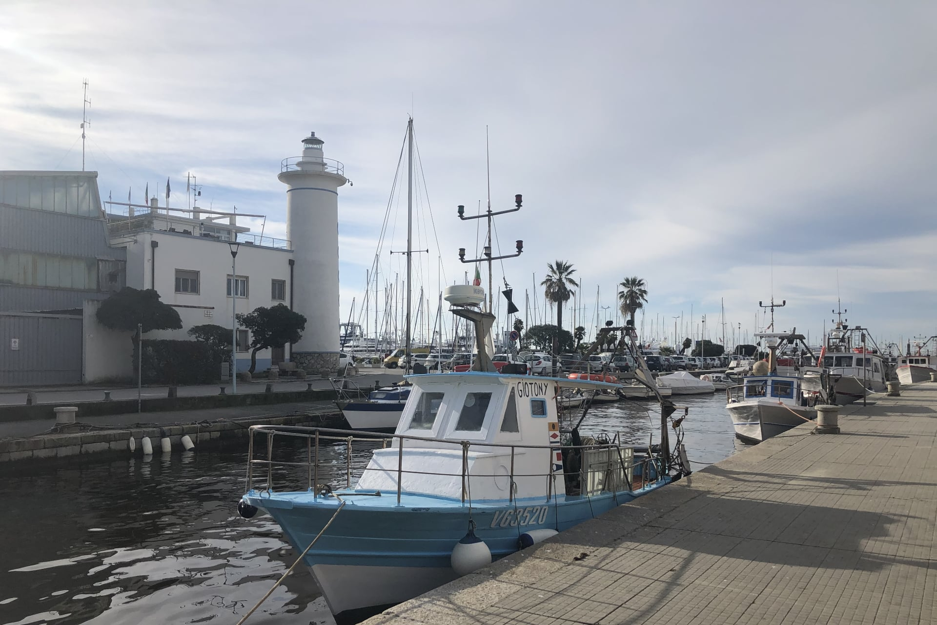 Viareggio: pescherecci all'ormeggio nel Burlamacca e il porto