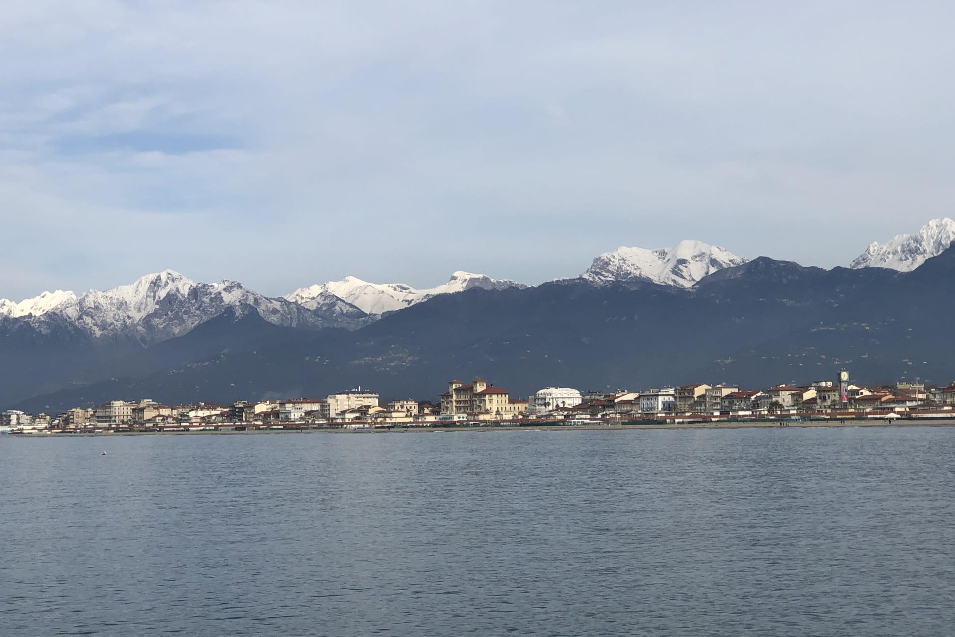 Viareggio e le Apuane in inverno