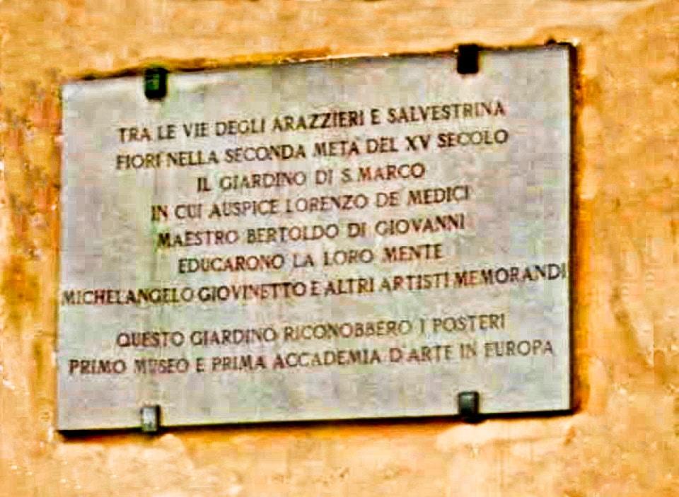 Targa in memoria della Compagnia di San Luca o Accademia delle Arti. Firenze, Piazza San Marco