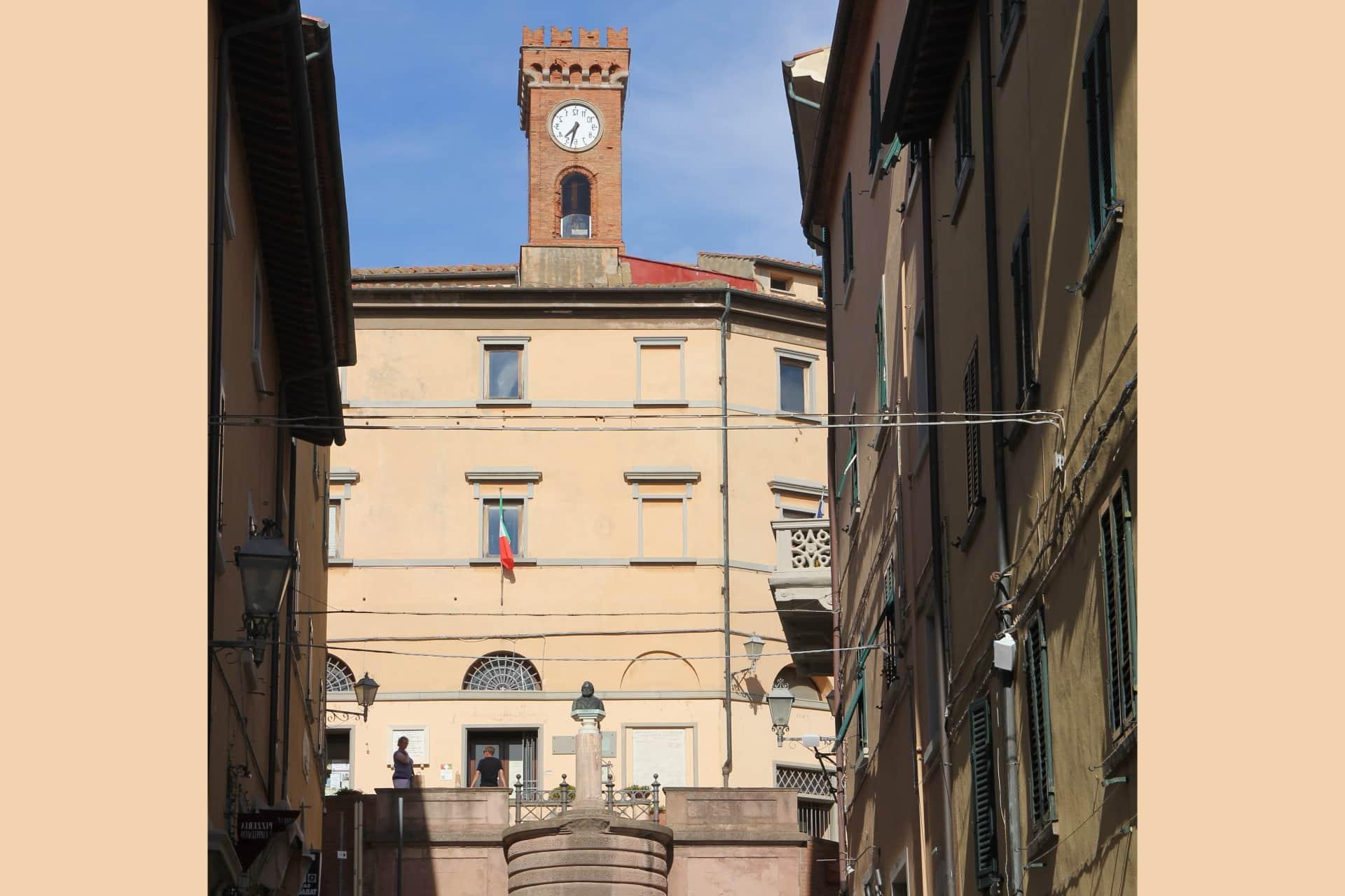 Castagneto Carducci, Municipio