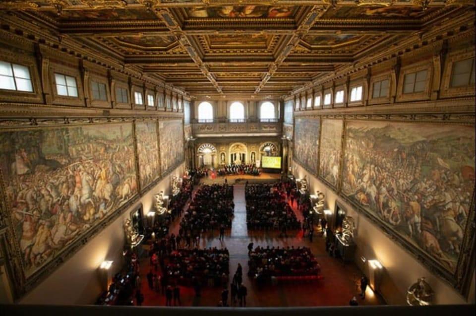 Firenze, Palazzo Vecchio, Salone dei Cinquecento con gli affreschi del Vasari
